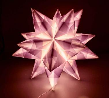 Papierstern mit Licht